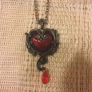 NWOT Beautiful Gothic Heart Necklace